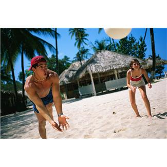 beaches,boys,games,girls,leisure,recreation,sports,equipments,teenagers,nets,players,volleyballs,people