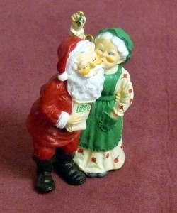 vintage-christmas-tree-ornament-santa-kissing-mrs.clause-e1291900865231